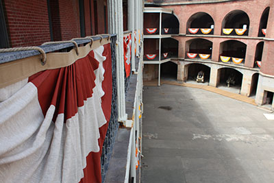 Allison Smith, Fort Point Bunting, 2012. // Source: international-orange.org. Photo: Jan Stürmann.