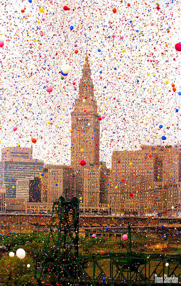 1986 Cleveland accidental 1.5 m balloon release. // Photo: Thom Sheridan // Source: Gizmodo
