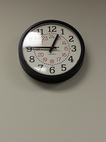 clock with rounded sans red numerals, serif black numerals