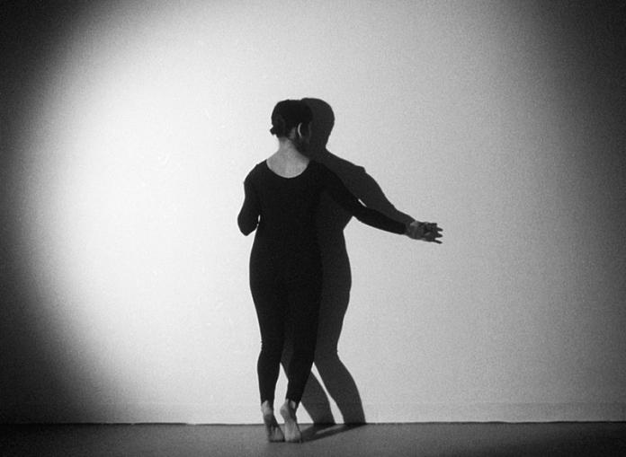 Gina Osterloh, Press and Outline (still), 2014, b/w 16mm positive film, TRT 5:30 loop // Source: higherpictures.com